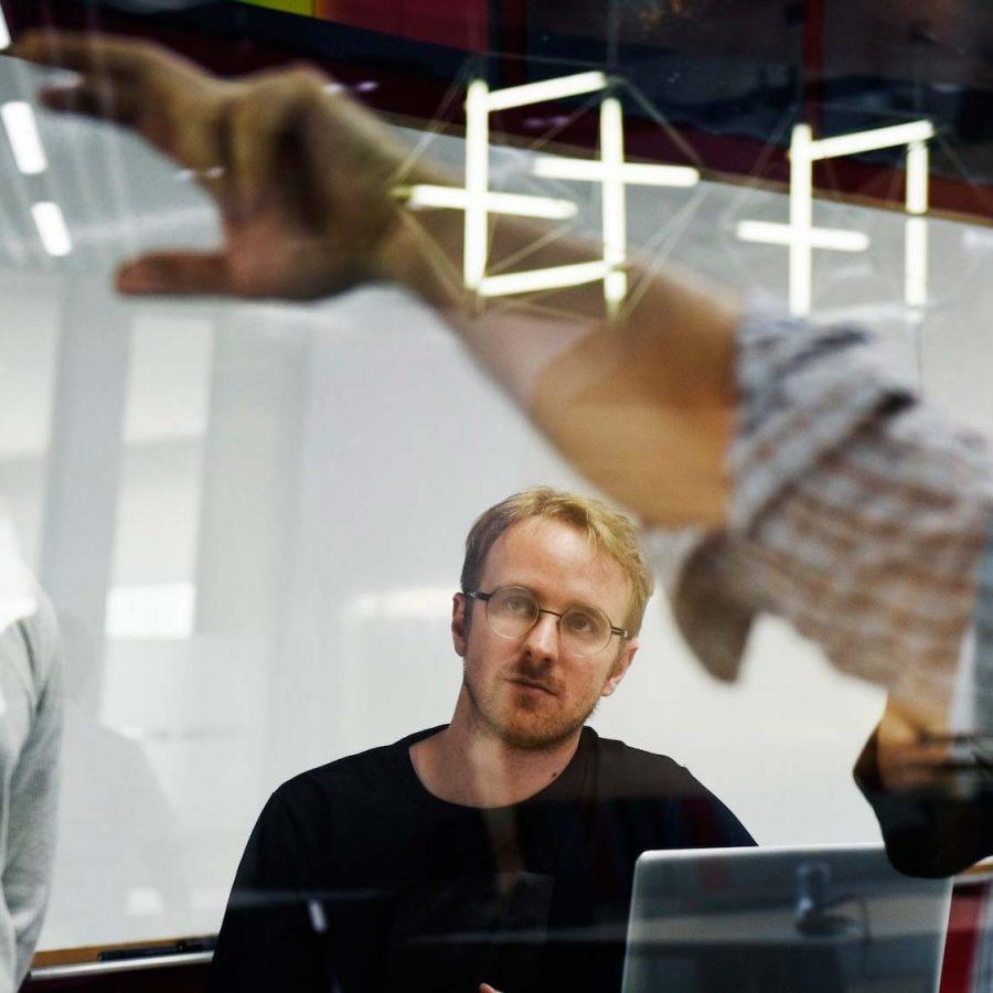 startup-business-team-brainstorming-on-meeting-wor-PUCNUK5.jpg